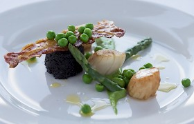 Seared Skye scallops with Stornoway black pudding